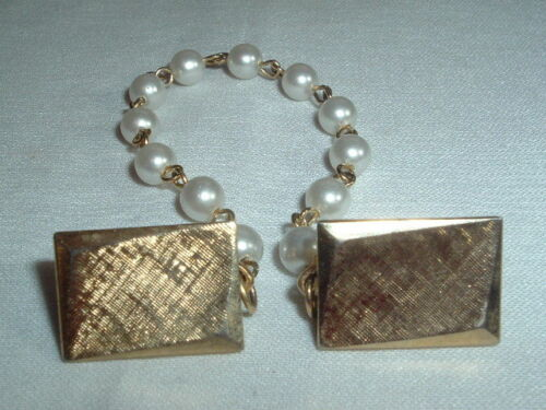 VINTAGE FAUX PEARL GOLD TONE SWEATER GUARD SCARF CLIP