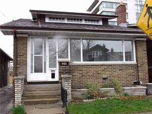 Beautiful Main Floor Unit in The Upper Beaches Available May 1st