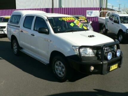 2011 Toyota Hilux KUN26R MY11 SR (4x4) White 5 Speed Manual Dual Cab Pick-up Dubbo 2830 Dubbo Area Preview