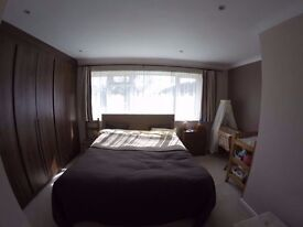 2 Bed House with Garden in peaceful road - Twickenham - TW2 - available
