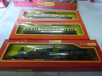 TRIANG HORNBY LORD OF THE ISLES PLUS 2 COACHES