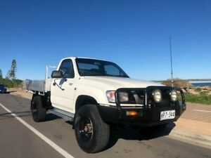 2002 Toyota Hilux RZN169R MY02 White 5 Speed Manual Cab Chassis Christies Beach Morphett Vale Area Preview