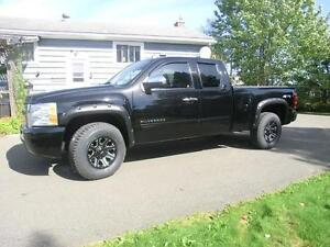 2011 Chevrolet Silverado 4x4 Ext Cab  LIKE NEW $199. BI-WKLY