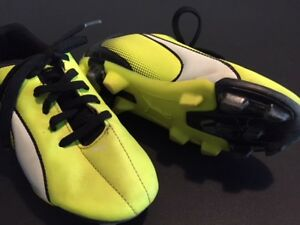 Kids Soccer cleats - various sizes 2 -4.5