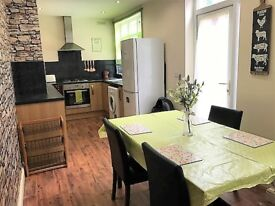 Smart Room, Built in Wardrobe, Great Housemates, Clean & Tidy House LE3