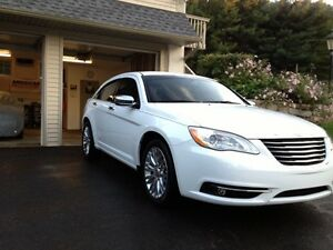 "2012 Chrysler 200 Limited ""heated seats and Bluetooth"""