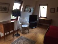 Large double bedroom and bathroom to let with stabling for horses