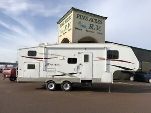 2011 ZINGER 25BH FTH WHEEL WITH BUNKS