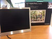 """Sandstrøm Digital photo frame 9.7"""""""