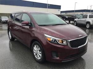 2017 Kia Sedona LX (No Accidents) Back up Cam & Heated Seats