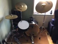 Pearl Export 5-piece drum kit + stands and cymbals. Excellent condition, almost like new.
