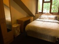 Rooms to rent for 1 month - summer lets - students only -call now for a viewing- No deposit-low fees