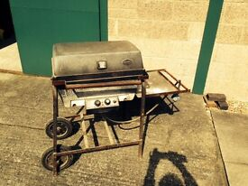 BBQ gas, West Bend brand. Old but rugged and wonderful bbq cooker. Regulator included, needs tidy up
