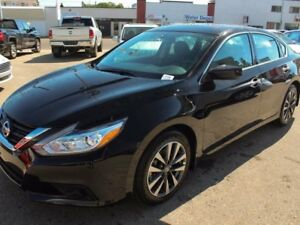 2017 Nissan Altima BRAND NEW CLEAROUT 2.5 SV w/Moonroof & Naviga