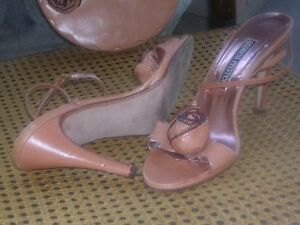 Genuine designer womens handbag and womens shoes / heels size 7 North Shore Greater Vancouver Area image 6