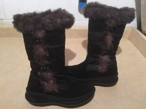 Women's Cougar Insulated Winter Boots Size 4 London Ontario image 1