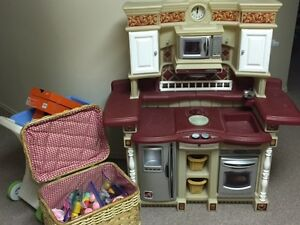 Step 2 Kitchen with shopping cart, food and basket