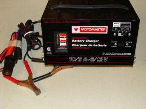 Chargeur a Batterie pour voiture 12 Volts