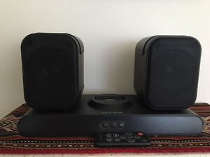 Dock stereo with detachable speakers