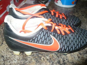 Nike Size 8.5 Ladies Soccer Shoes