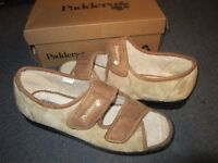 PAIR BRAND NEW PADDERS ,SIZE 8 ,LOVELY BOXED IDEAL XMAS GIFT!