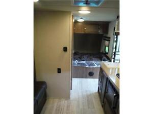 2017 Palomini 179RDS Ultra Lite Travel Trailer with Slideout Stratford Kitchener Area image 11