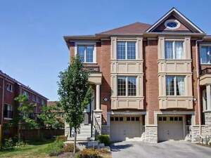 3 bedrooms townhouse for rent in Newmarket. Immediately.