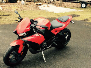 Moto Buell 6000$ négociable