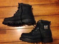 BOYS CAT BOOTS SIZE 3. BLACK