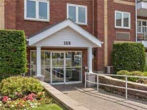Live By The Lake!! This Beautifully Maintained Hampton Condo Fea