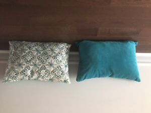 Four beautiful throw pillows for sale