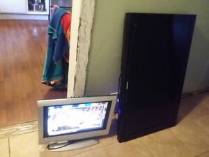 """20"""" LCD DVD TV WORKS GREAT PERFECT FOR CAMPER OR KIDS ROOM."""