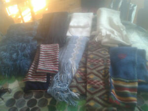 tuques, foulards, bas, mitaines