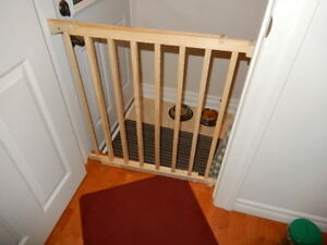 FIXED MOUNT CHILD GATE (2)
