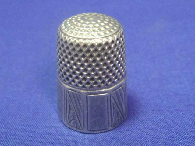 "Antique Sterling Silver Art Deco Etched Panel Sewing Thimble ~ Size 8 ""Carrie"""