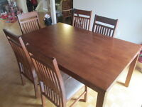 Table de salle a manger avec 6 chaises / Dining set with 6 chair