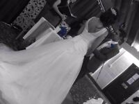 Women's Ladies Size 6/8 Fitted Bridal Bride White Wedding dress Lace Pearl and Net V Neck