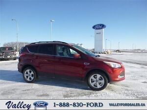 TRAILER TOW, REMOTE START & TECHNOLOGY! 2015 Ford Escape SE 4WD