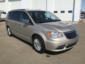 2012 Chrysler Town & Country Limited (Nav, Stow & Go)
