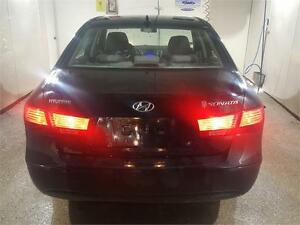 2010 HYUNDAI SONATA GL ..CLEAN CARPROOF AND LOW KMS!