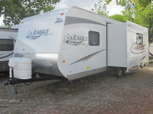 Lite Weight 25' Trailer with Large Slide-out & Front Bedroom
