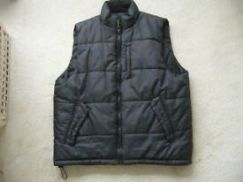 mans black padded winter sleevless body warmer jacket gilet 42in chest BH5