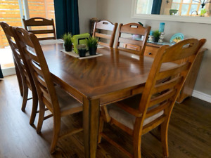 7 PIECE DINING ROOM SET FOR SALE