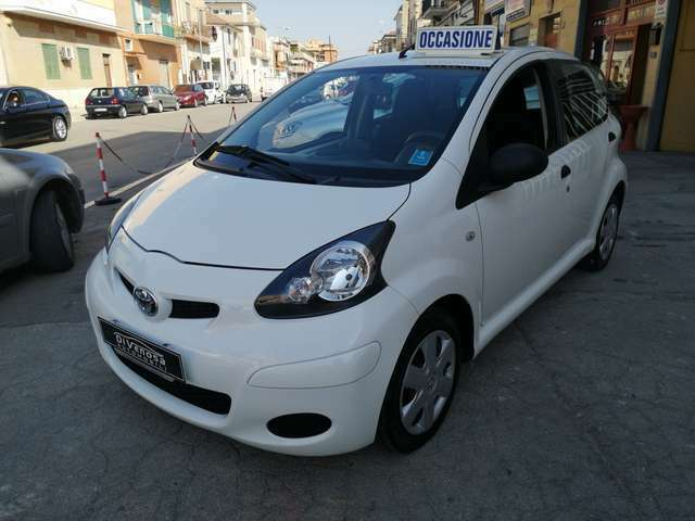Toyota Aygo Aygo 1.0 Now Connect 5p CON NAVIGATORE