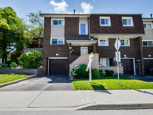 ✦✦Awesome 4 bedroom end unit Townhouse in Etobicoke - JUST LISTE