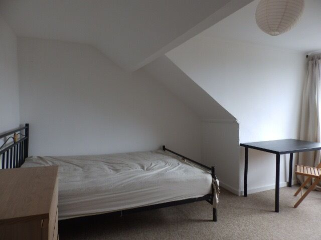 Large furnished double bedroom in a shared house in St George-£475.00 per month. All bills included