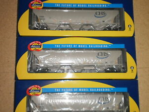 Athearn HO scale 3-Bay covered hoppers  x  3