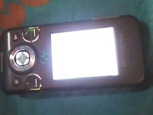 Sony Ericsson Cell phone locked to rogers like new with charger