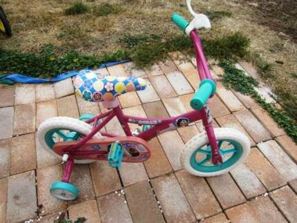 URGENT Girls Dora the Explorer Bicycle and Training Wheels Banks Tuggeranong Preview