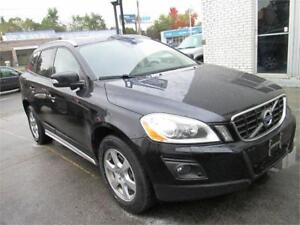 2010 Volvo XC60 3.2L AWD Panoramic Roof  Leather  Heated Seats.